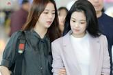 """Diện áo """"kín cổng cao tường"""" mãi cũng chán, bạn hãy thử học cách buông lơi vài hàng khuy giống idol Hàn"""