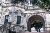 Vẻ đẹp của thư viện nằm trong biệt thự hơn 100 tuổi
