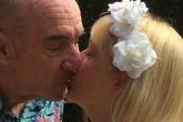 """Cưới nhân tình sau 12 năm chung sống, cụ ông nói 1 câu khiến vợ """"cũ"""" vỡ òa sung sướng"""