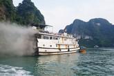 Tàu du lịch ở Quảng Ninh bất ngờ bốc cháy