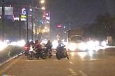 Đi vào đường cấm, hàng trăm xe máy quay đầu bỏ chạy khi thấy CSGT