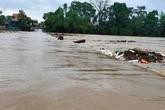 Lũ lớn ở Hà Tĩnh, 8 người dân tộc bị mắc kẹt trong rừng