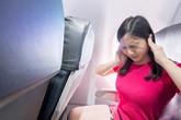 Làm sao để thoát khỏi cảm giác ù tai lúc máy bay cất và hạ cánh? Đây chính là câu trả lời