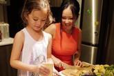 """Khoe con gái xinh làm bếp trưởng nhưng Hồng Nhung tiếc """"đứt ruột"""" vì quên mất một điều"""