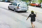 Mẹ bắt làm việc nhà cho tự lập, con gái 16 tuổi cầm dao rượt suýt gây án mạng