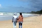 4 người đuối nước ở Bình Thuận: Vợ thoát nạn ngóng tin chồng mất tích