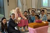 """Tưởng mất hút trong quốc lễ, ai ngờ Hoàng quý phi Thái Lan lại ngồi lặng lẽ một góc, hướng mắt nhìn về Quốc vương và """"chính thất"""""""