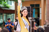 Hoa hậu Lương Thùy Linh về thăm trường cũ, được tổ chức sinh nhật bất ngờ