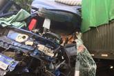 Ôtô tải tông xe đầu kéo, tài xế văng ra ngoài tử vong