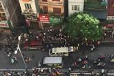 Hà Nội: Tông vào đuôi ô tô 7 chỗ đang đỗ bên đường, nam sinh bị chấn thương nặng