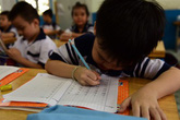 """""""Bạn bè thạo đọc viết, con vào lớp 1 tôi lo phát khóc"""""""