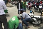 Vượt đèn đỏ, 2 cô gái lao vào xe khách ở Sài Gòn