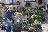Đôi vợ chồng xây ngôi làng thu nhỏ trước nhà