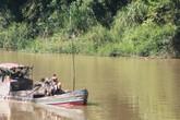 Đi hút cát lậu, 1 thanh niên rơi xuống sông tử vong