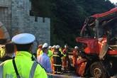 Xe buýt đâm xe tải, ít nhất 36 người chết