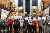 Khách đồng loạt biểu tình vì tour du lịch thảm họa 10.000 USD