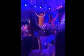 NSƯT Xuân Hinh giả gái diễn đám cưới khủng ở Hải Phòng, vạch áo lộ nửa người khiến khán giả 'choáng'