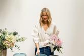 Định cư tại Pháp, quý cô này đã giác ngộ được 3 kiểu áo lý tưởng để kết đôi với quần jeans, mặc là dứt khoát đẹp