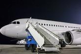 Vì sao hành khách luôn phải lên hoặc xuống máy bay bằng cửa bên trái?