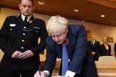 Thủ tướng Anh viết lời chia buồn vụ 39 người thiệt mạng, thề đưa thủ phạm ra công lý