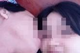 Ảnh thân mật của thầy giáo 55 tuổi với nữ sinh lớp 11