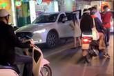 Hà Nội: Bắt quả tang bạn trai chở gái lạ trên ô tô, cô gái xông vào đánh ghen nhưng cái kết lại quá bất ngờ