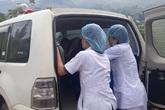 """Hy hữu: Sản phụ người Mông được bác sĩ cấp cứu kịp thời trên đường đi đẻ, """"mẹ tròn con vuông"""""""