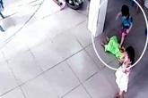 Bé trai 17 tháng tuổi bị nhóm bạn giẫm đạp lên người ở trường mầm non