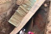 Sập cầu tạm, người phụ nữ và xe máy rơi xuống hố sâu