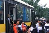 CSGT nói về việc xử lý xe buýt 60 chỗ chở gần 120 học sinh