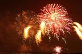 Thế giới bước sang năm mới 2020 trong pháo hoa và cháy rừng