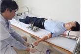 Giám đốc trung tâm y tế cùng nhân viên hiến máu cứu sản phụ nguy kịch
