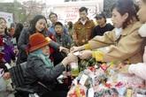 Phiên chợ Tết giá 0 đồng đặc biệt giữa Thủ đô