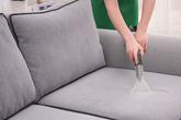 Mẹo làm sạch ghế sofa đón Tết học lỏm từ các chuyên gia vệ sinh