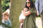Con nhà Hoàng tử William mới gặp bé Archie hai lần