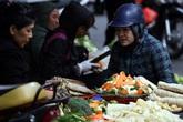 """Mục sở thị """"chợ nhà giàu"""" ngày Tết đậm chất quê giữa trung tâm Hà Nội"""
