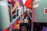 Xe khách 40 chỗ nhồi 82 người về quê ngày Tết