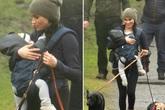 Meghan Markle tươi cười địu con, dắt chó đi dạo giữa những thị phi bao vây hoàng gia Anh