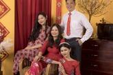 Chân dung bố mẹ trẻ đẹp của Hoa hậu Hương Giang khiến fan ngỡ ngàng qua bộ ảnh đón Tết Canh Tý 2020