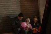 Hà Nội: Xót xa bé trai 3 tuổi vừa mổ ruột thừa chưa cắt chỉ cùng chị gái được ông bố trẻ đưa đi khắp nơi để tìm mẹ
