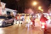 Va chạm cực mạnh với ô tô, 2 người đi xe máy ngã xuống đường tử vong