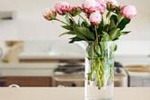 Mẹo giữ hoa tươi cả 7 ngày Tết học lỏm từ chủ cửa hàng hoa