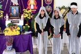 Vụ 2 vợ chồng tử vong trên sông: Nhói lòng hình ảnh 3 người con bên bàn thờ