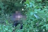 Người qua đường kinh hãi phát hiện thi thể nam giới bị đâm nhiều nhát nằm ven đường