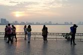 Người dân Hà Nội thích thú tận hưởng khung cảnh hồ Tây chiều thu đẹp nhất trong năm