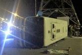 Quảng Ninh: Lật xe chở công nhân khiến 1 người tử vong, 10 người bị thương nặng