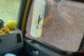 Hòa Minzy van nài vì bị ném đá vỡ kính ô tô trong lúc đưa sản phụ đi cấp cứu ở Hà Tĩnh