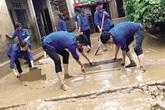 Sinh viên tình nguyện về nơi lũ lụt giúp dân