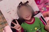 """Bé gái 6 tuổi """"thân tàn ma dại"""" vì bị mẹ ruột và gã nhân tình bạo hành suốt 3 tháng, bố ruột khi biết chuyện đã không nhận ra con mình"""