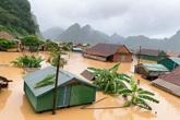 Quảng Bình: Nước ngập tận mái nhà, lực lượng chức năng khẩn cấp cứu dân